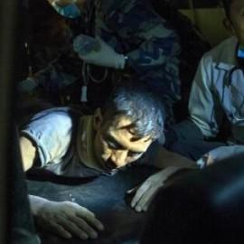 三个月大婴儿被埋废墟一天一夜获救(23女孩地震被埋废墟下)