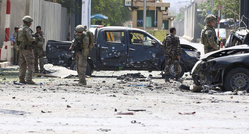 美军空袭喀布尔致一家9人丧生(空袭美军基地) 每日热文 第2张